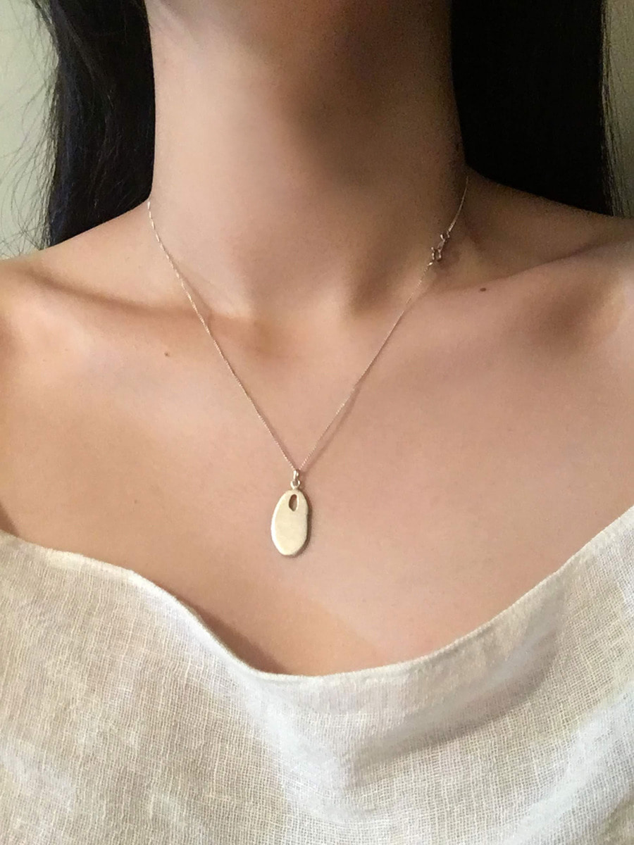 DUSTY OVAL NECKLACE
